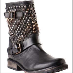 NBW Steve Madden Marcoo Studded Boots